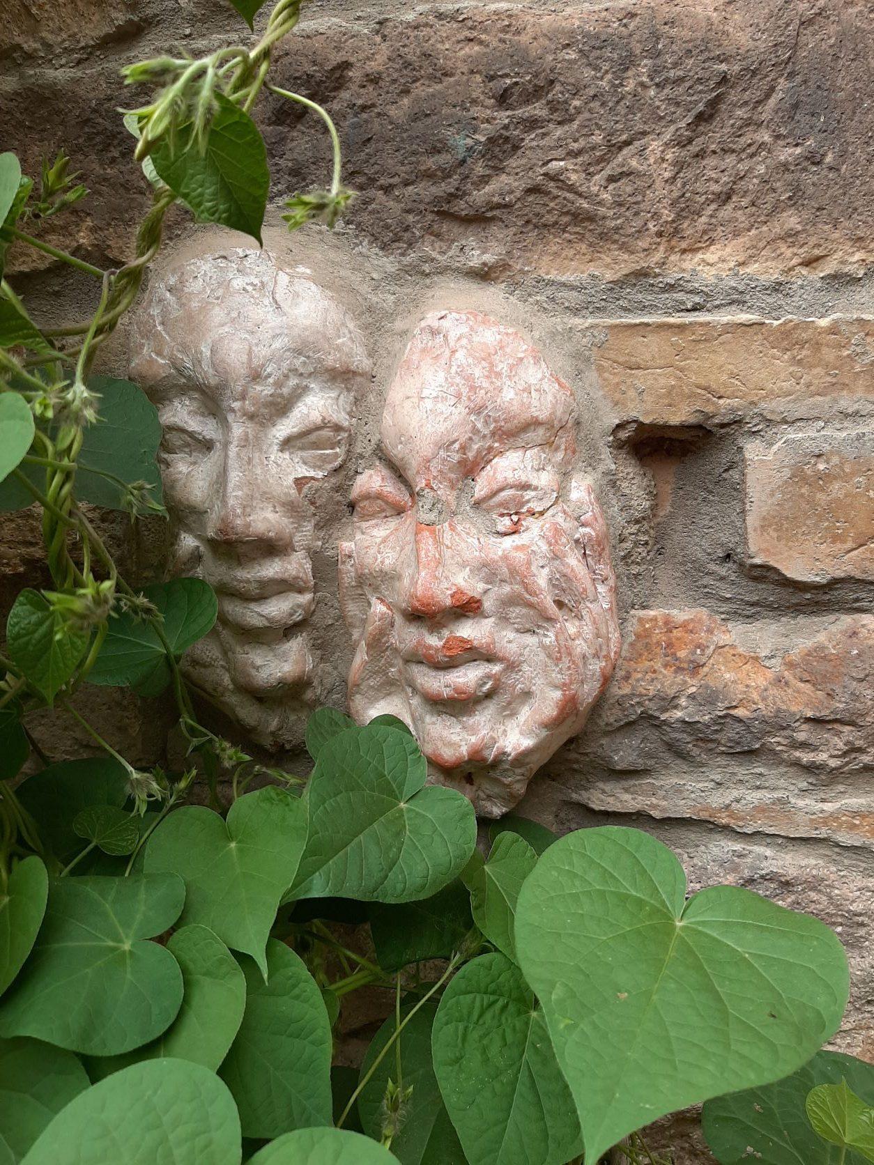 Zwei Masken von Christiane Rapp