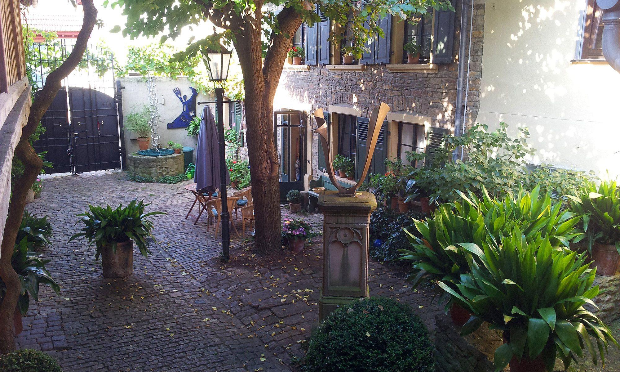 Galerie unterm Maulbeerbaum