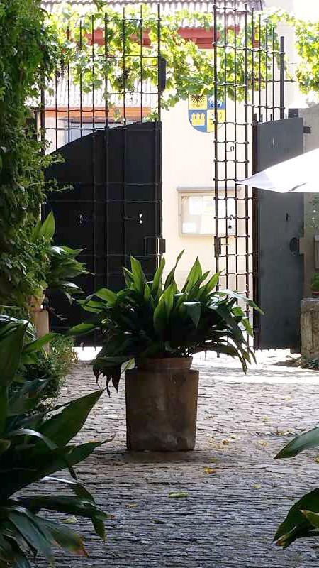 Geöffnet für Gäste – das Tor von Benedikt Solga.