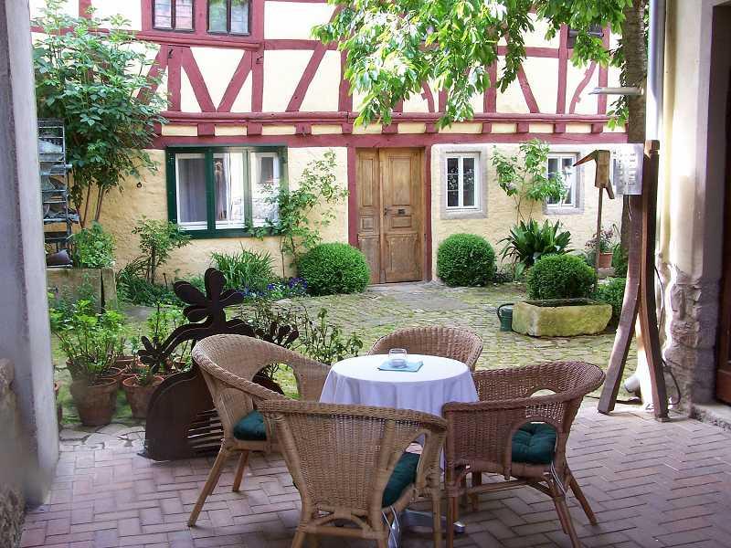 Der Innenhof vor dem Gästehaus Bratergasse 7.