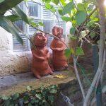 Zwei Figuren aus der Förderschule in Mombach.